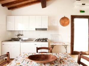 Cucina della casa vacanze il Mandorlo