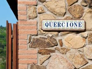 Muri in pietra della casa vacanze il Quercione