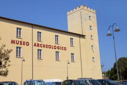 Foto della facciata del museo archeologico di Piombino