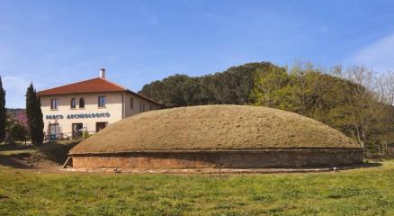 Foto di tomba etrusca a Baratti